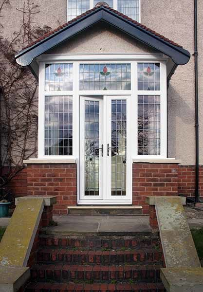 porch with decorative glazing