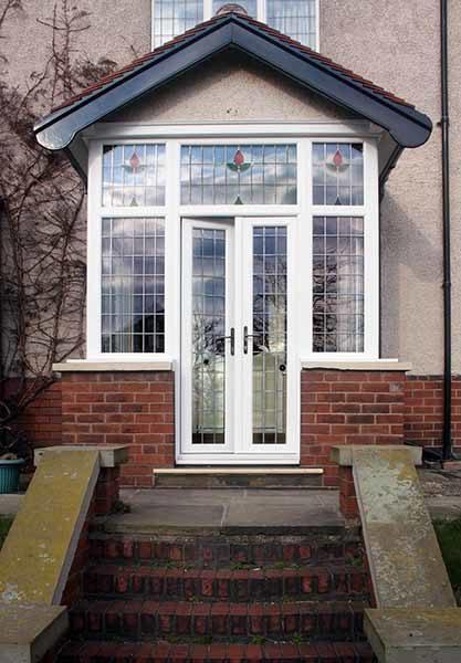 porch with decorative glazing